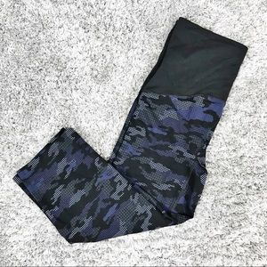 Spanx Digital Camo Printed Active Crops Pants